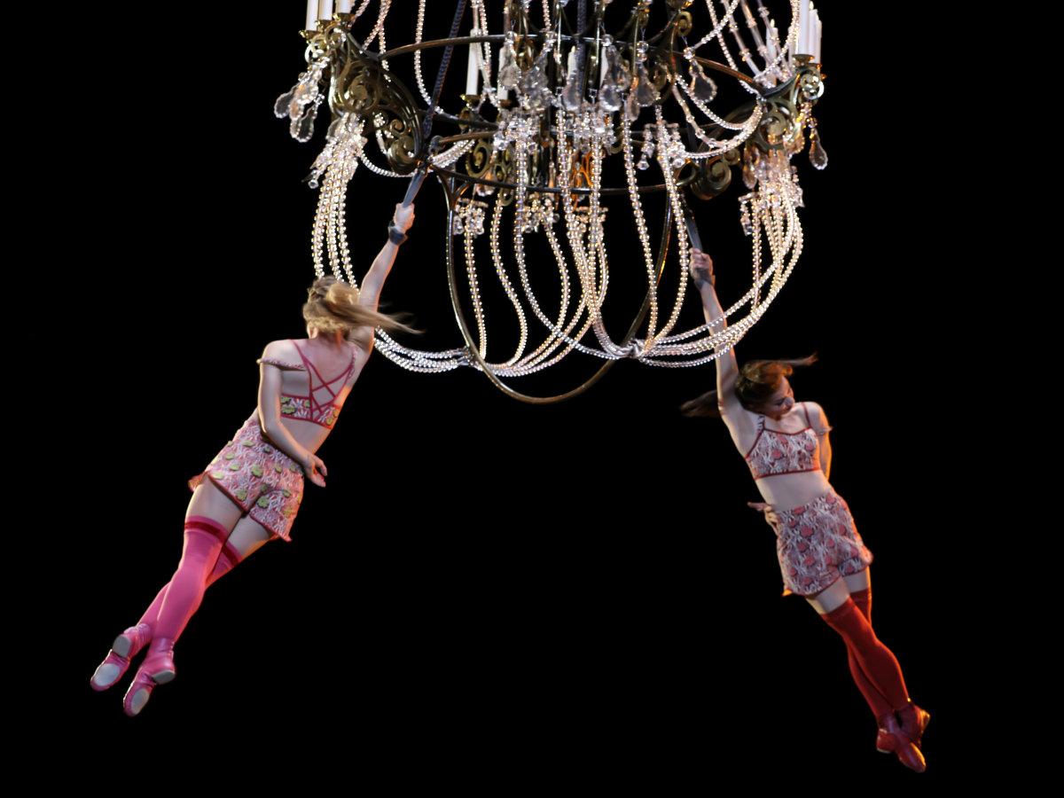 Cirque du Soleil - Corteo - chandelier 3