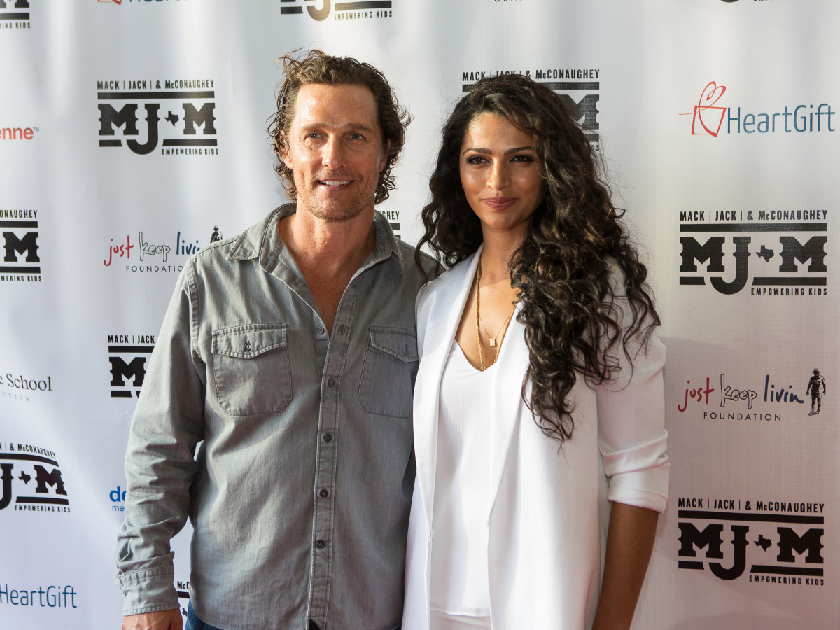 Camilla Alves and Matthew McConaughey