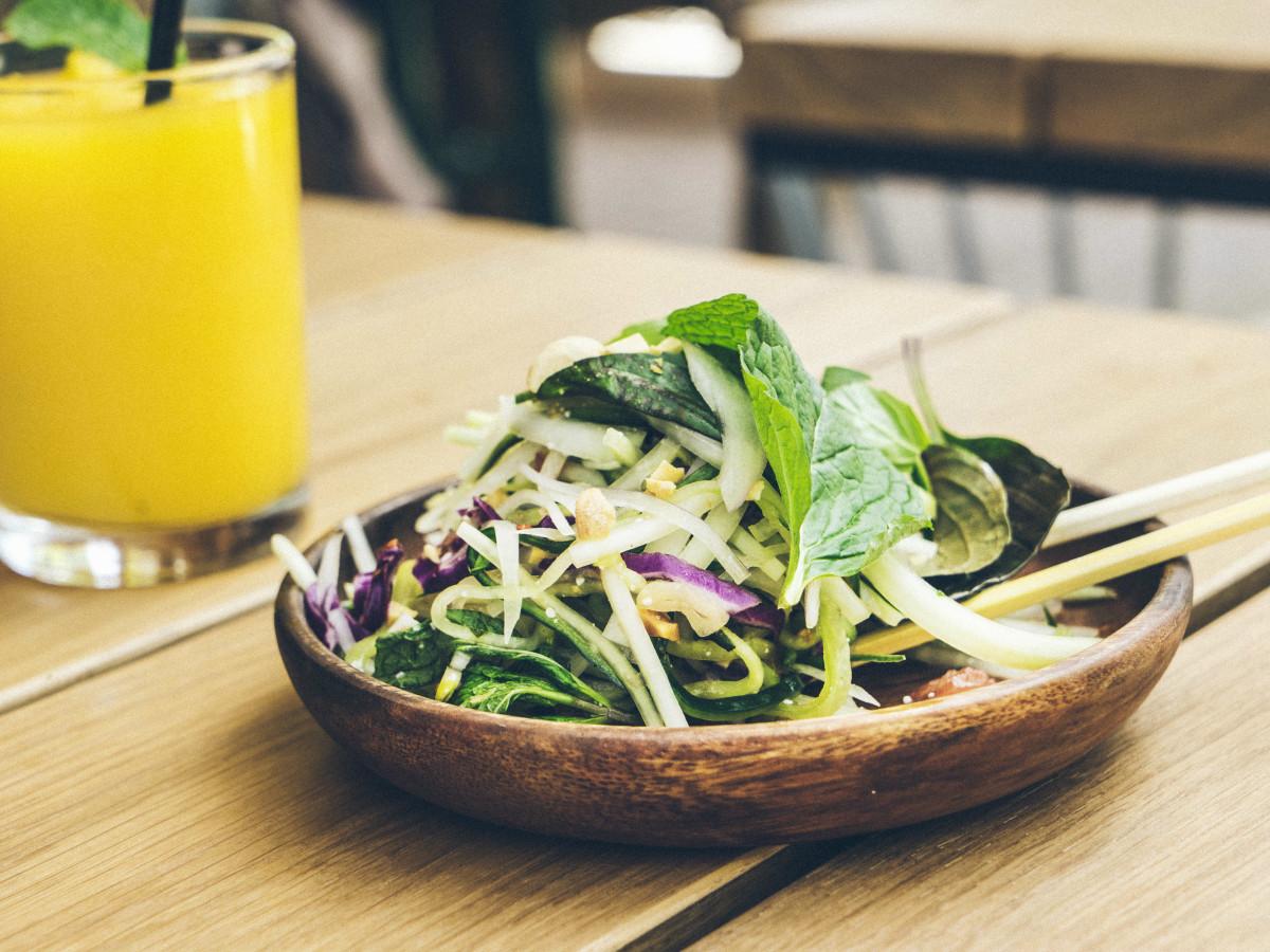 Loro papaya salad