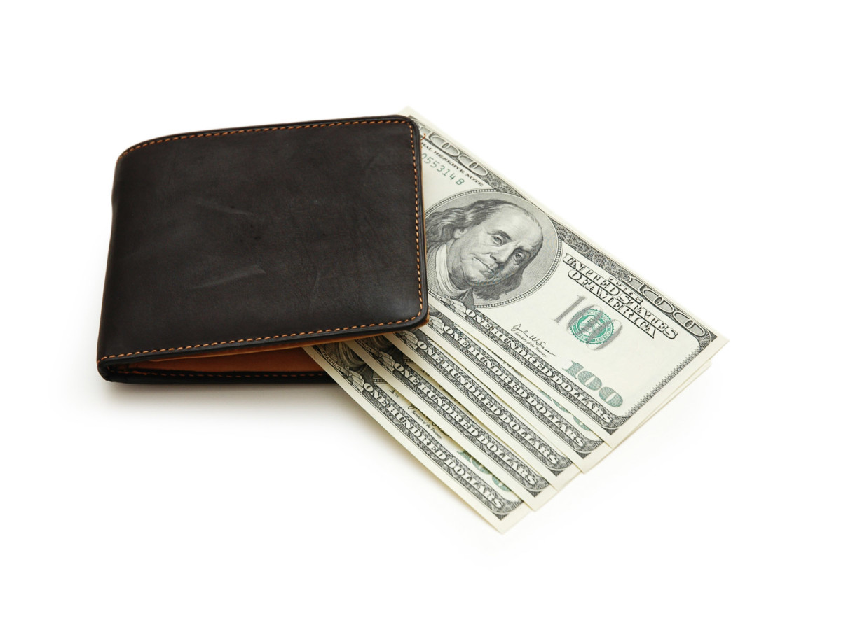 News_travel_wallet_cash