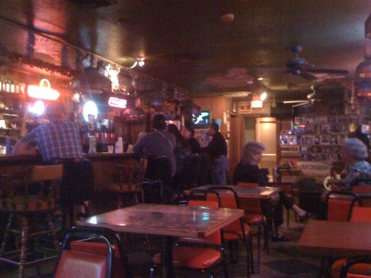 Austin Photo: Places_food_ginnys little longhorn saloon interior