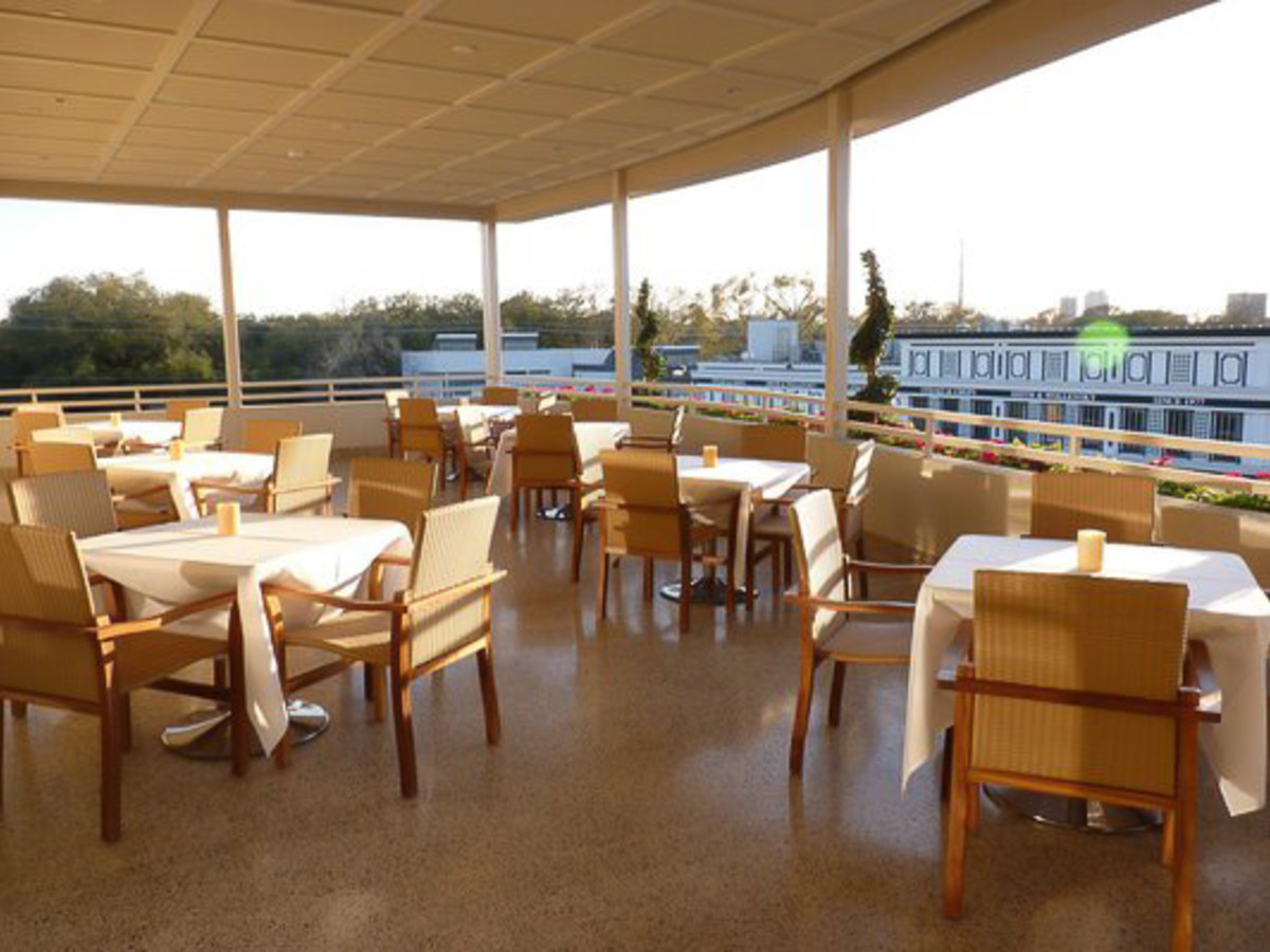 News_Up Restaurant_patio
