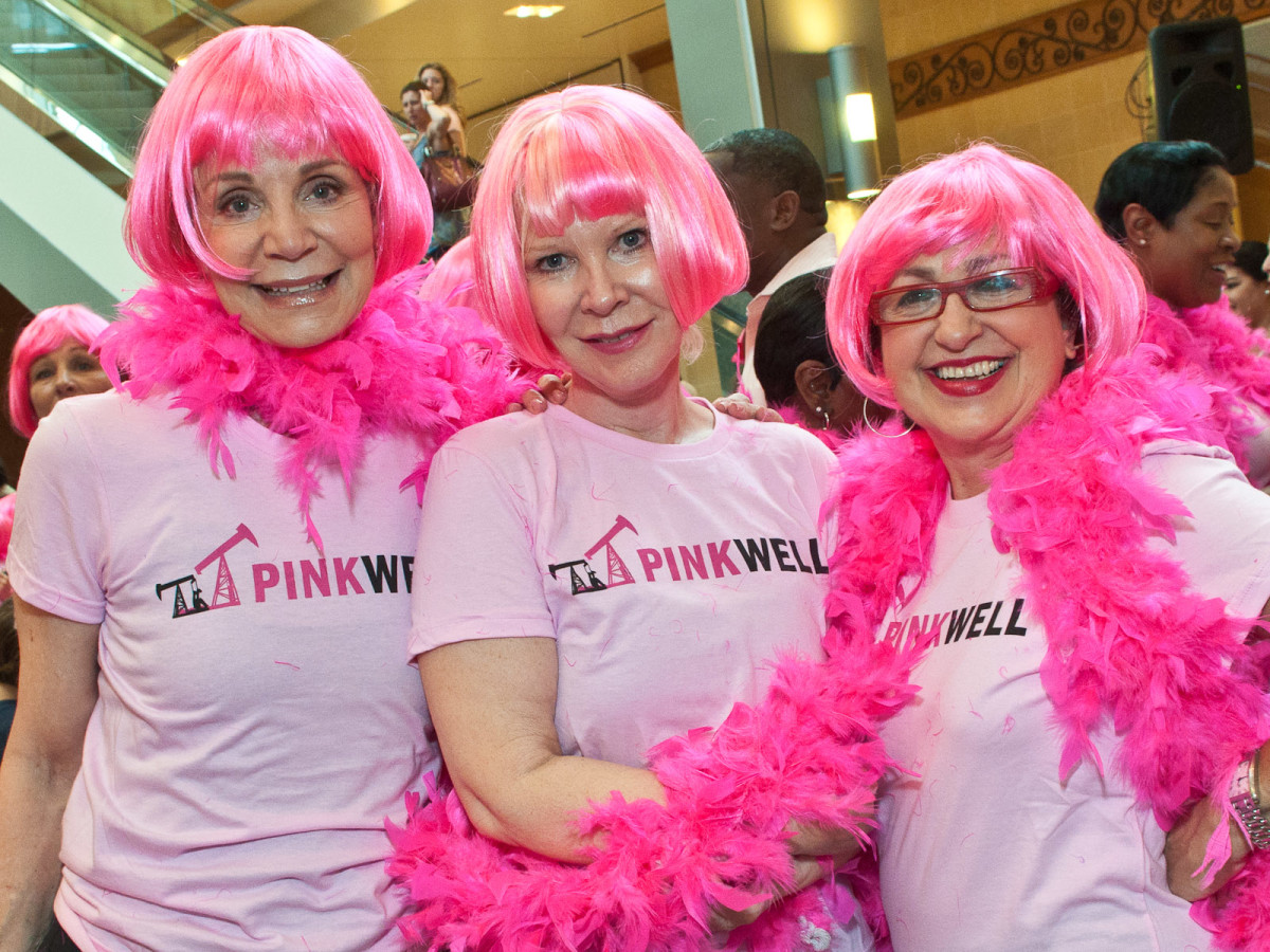News_015_Pink Well Flash Mob_Leisa Holland-Nelson_Guyla Pircher_Roz Pactor_LARGE