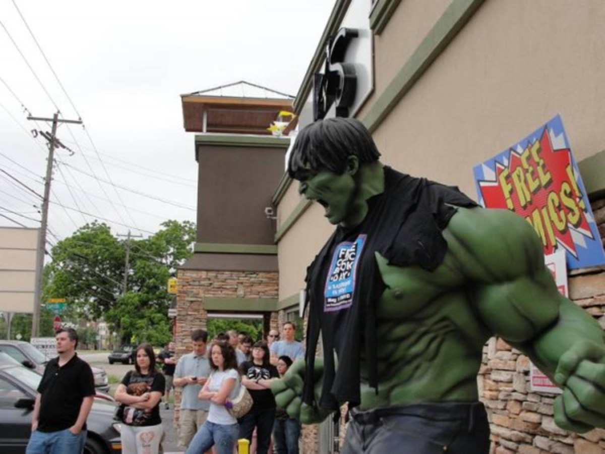 Austin Photo: Places_shopping_austin_books_and_comics_hulk