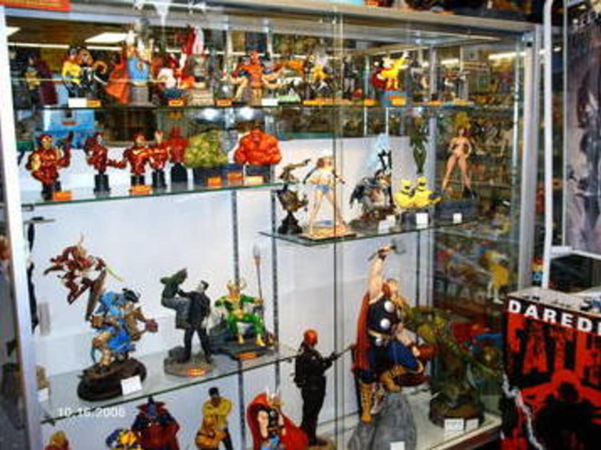 Austin Photo: Places_shopping_capstone_comics_statues