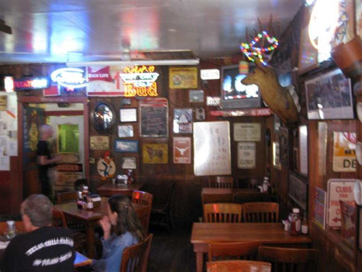 Austin_photo: places_food_texaschiliparlor_bar