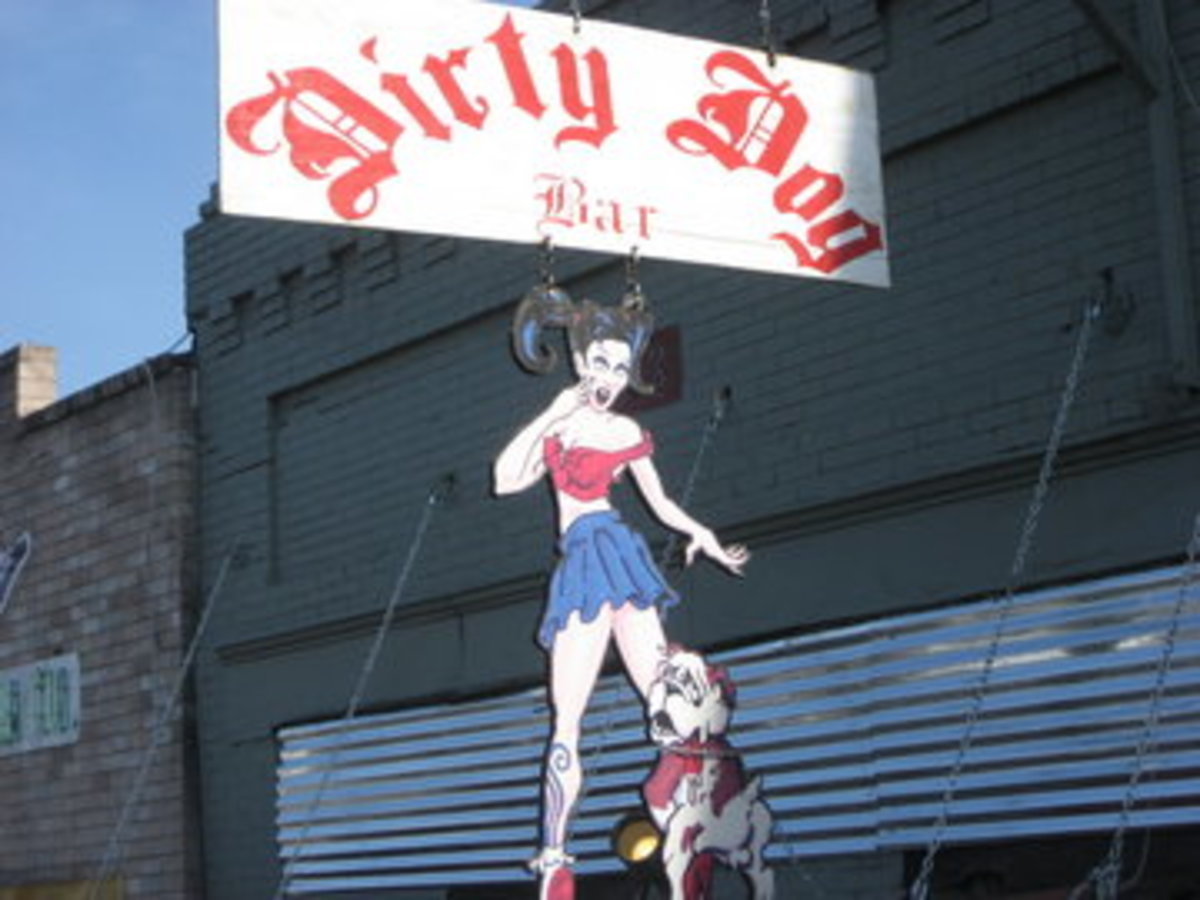 Austin_photo: places_drinks_dirty dog_front
