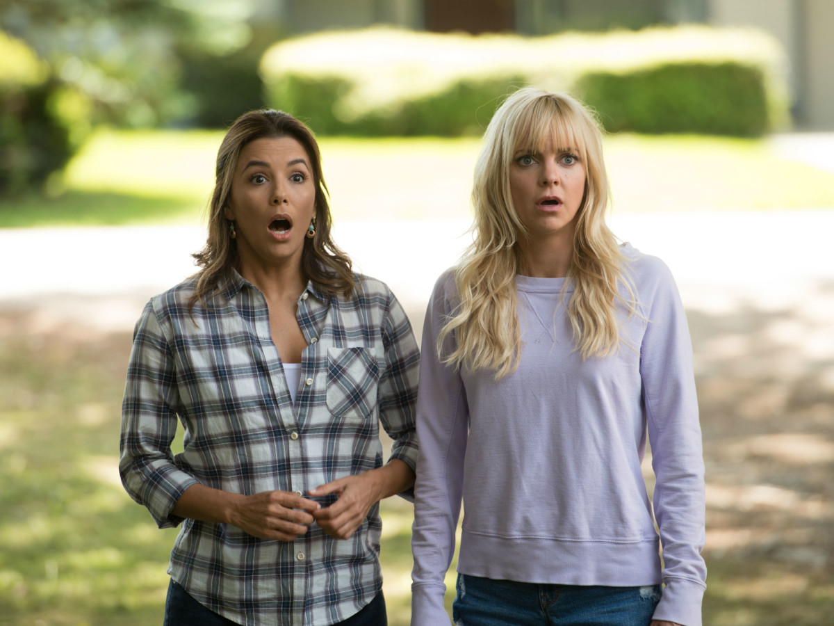 Eva Longoria and Anna Faris in Overboard