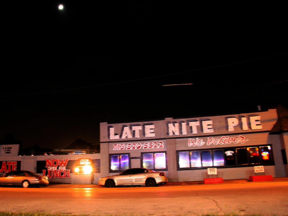 Places-Eat-Late Nite Pie-exterior-night-1