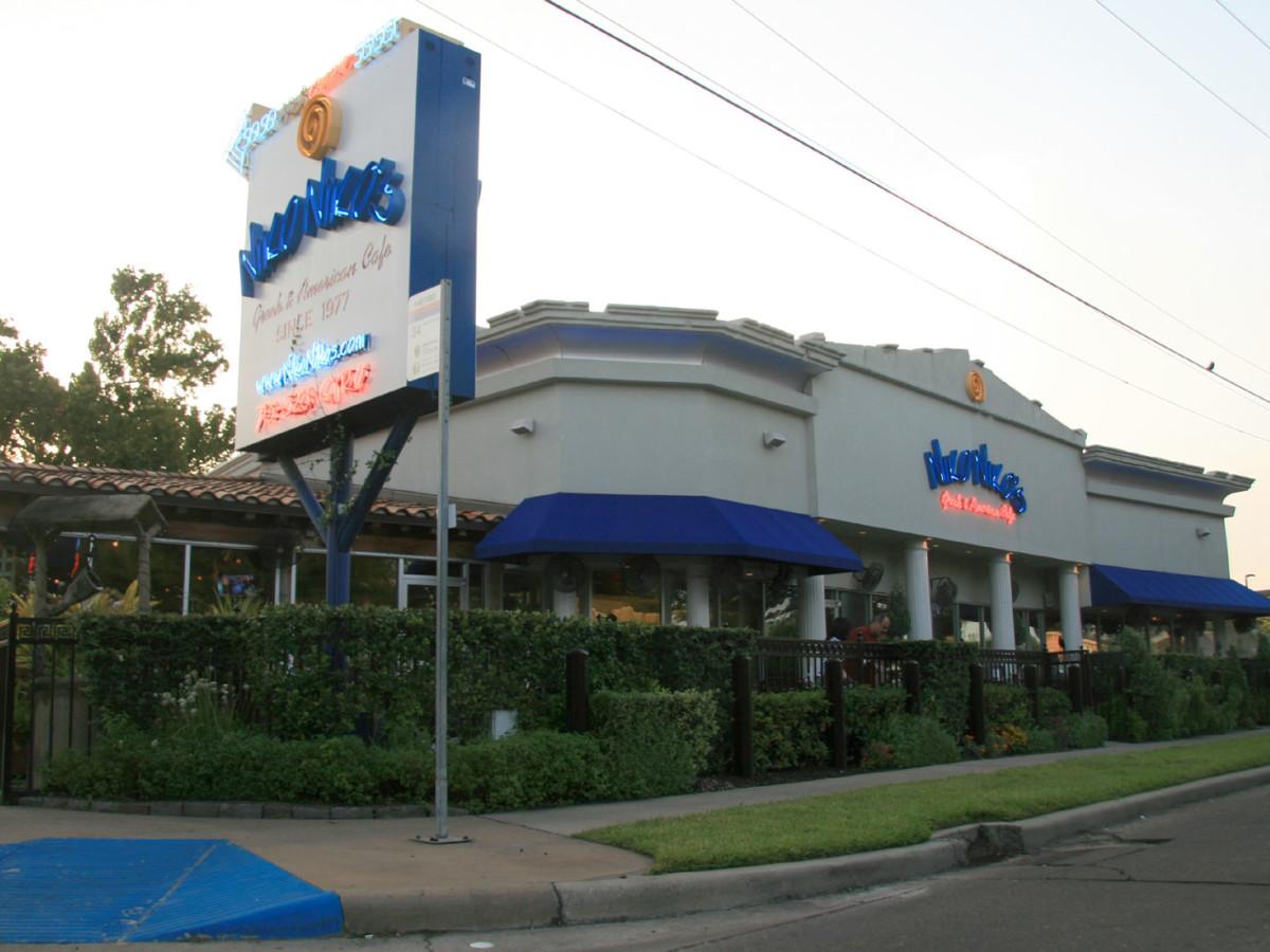 Places-Eat-Niko-Niko's-exterior-1
