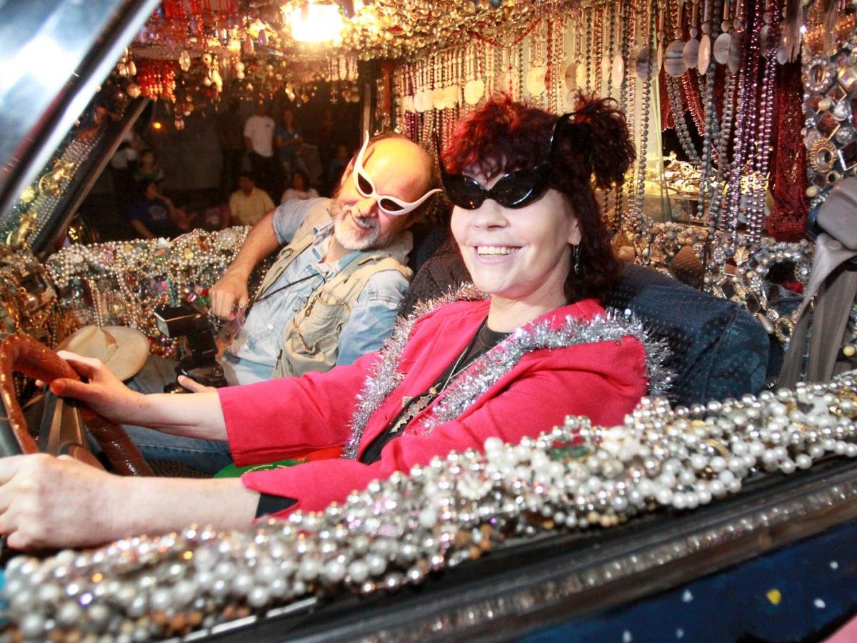 News_Gloworama 2009_couple in car