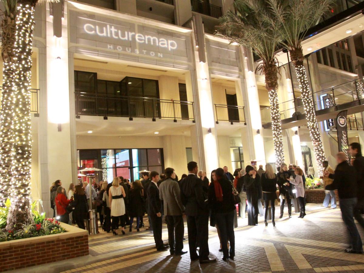 News_CM Launch Dec. 2009_outdoors
