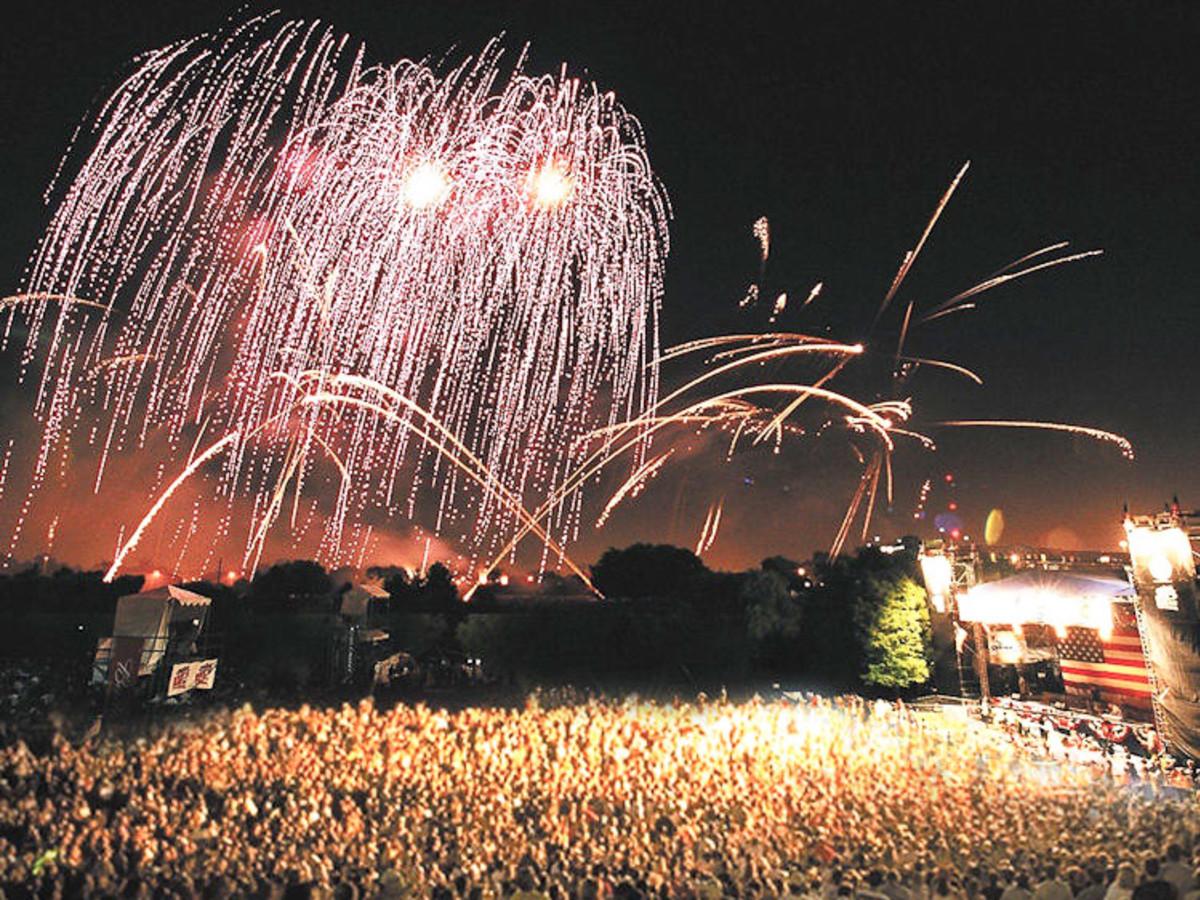 News_fireworks1_Freedom Over Texas