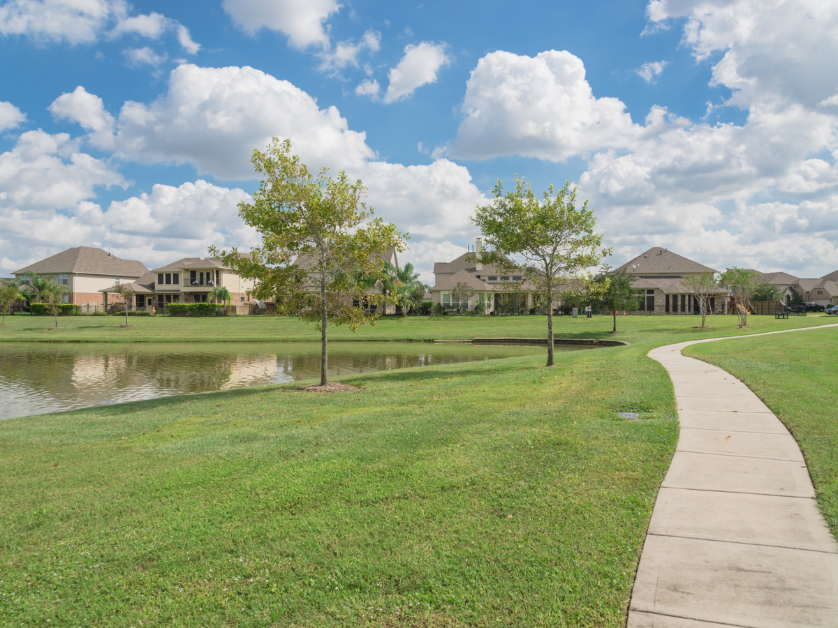 Pearland, Texas homes by the lake
