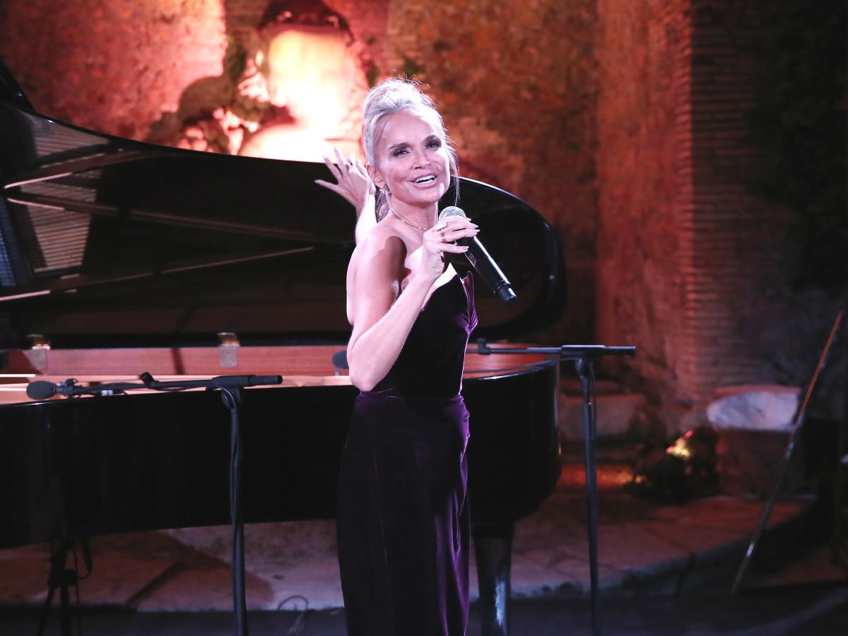 Kristin Chenoweth performing