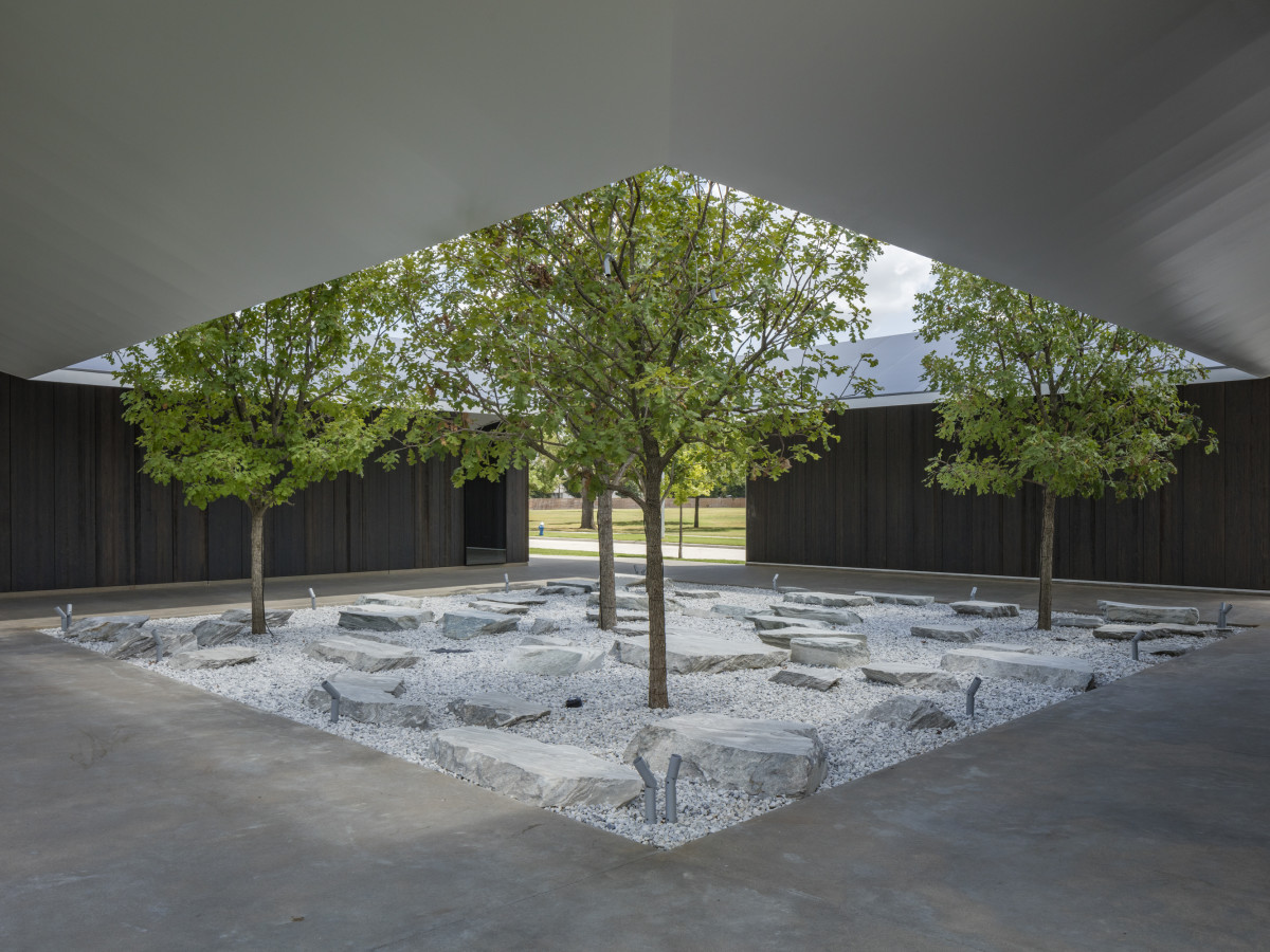 Menil Drawing Institute courtyard