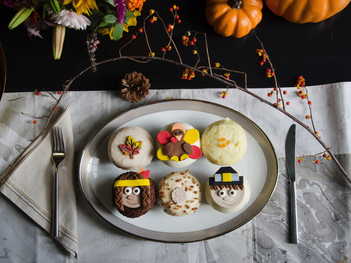 Crave Thanksgiving cupcakes