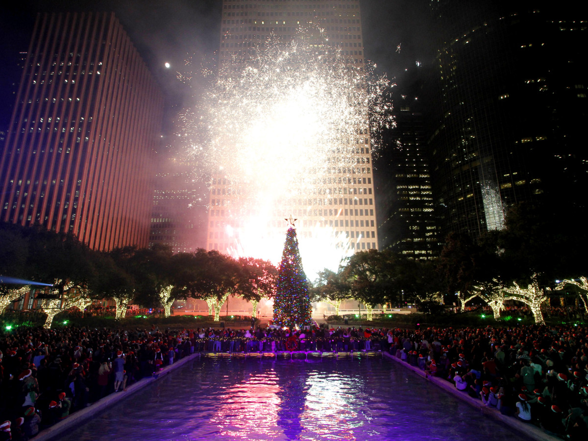 Mayor Holiday tree lighting houston downtown