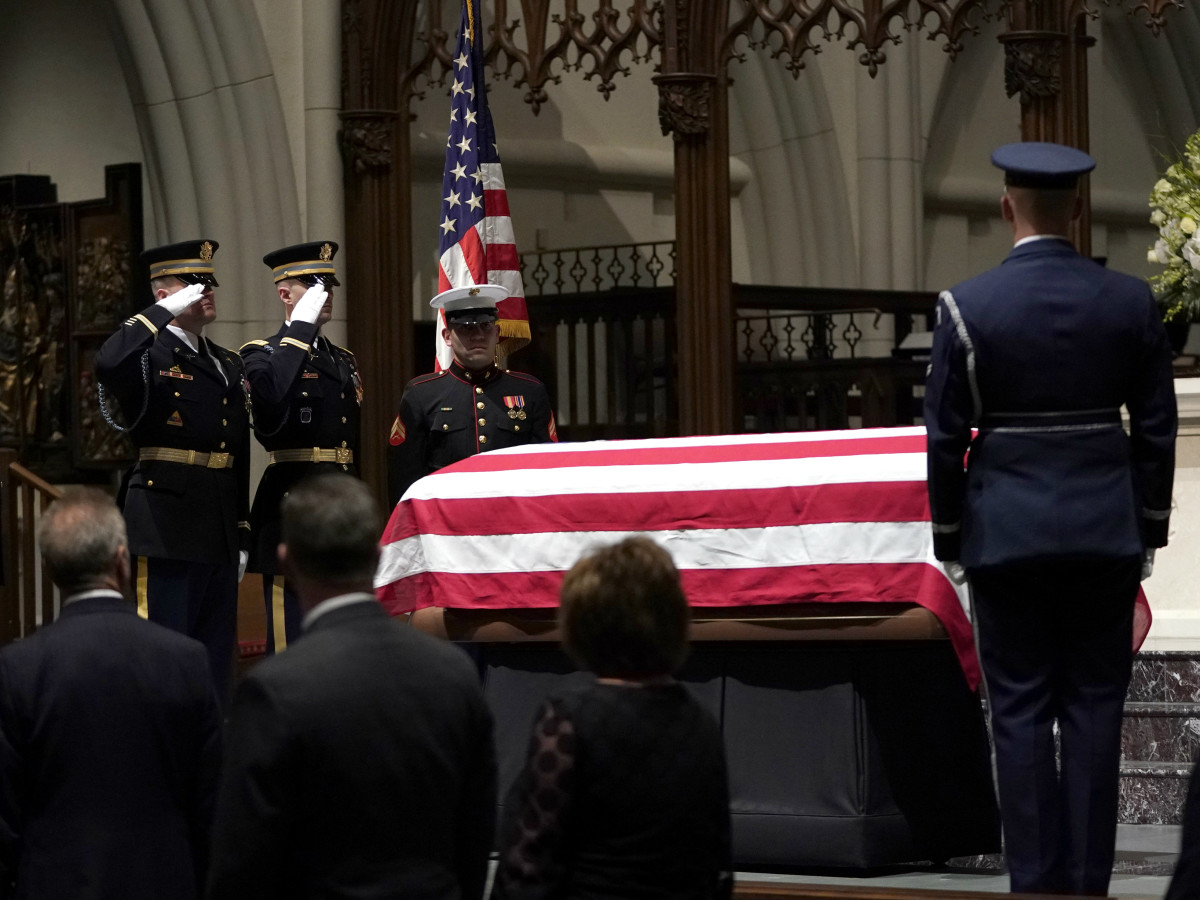 President George HW Bush military honor guard St martin's church public visitation