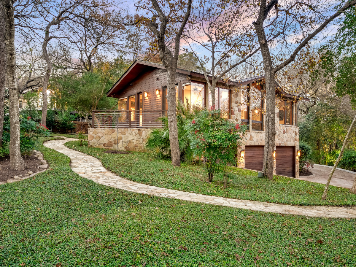 23 Hull Circle West Lake home for sale