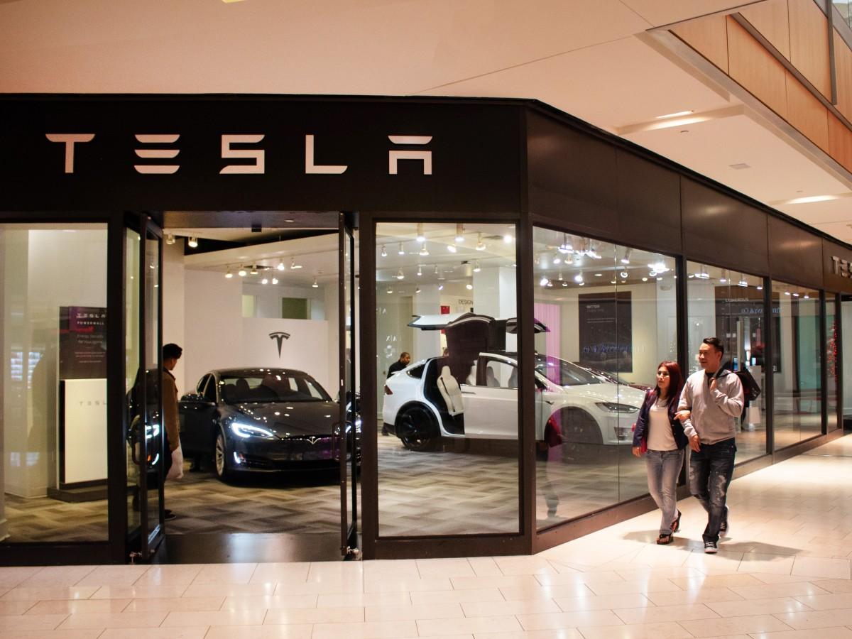 Tesla Showroom, Galleria Dallas