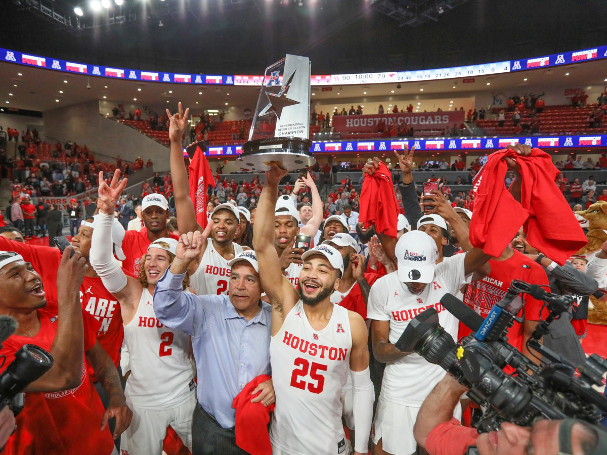 University of Houston UH Cougars men's basketball team celebrating
