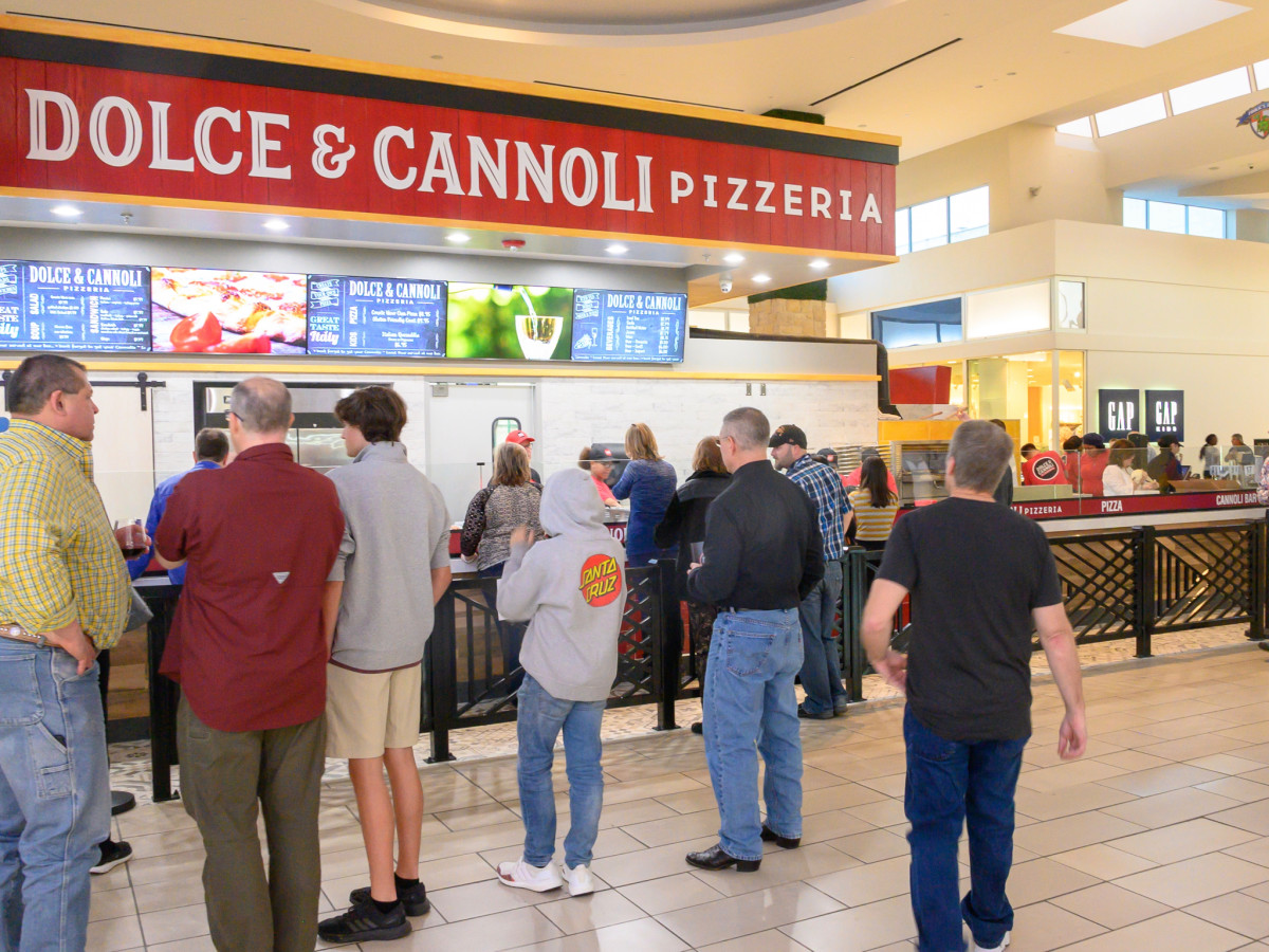 Dolce & Cannoli Pizzeria exterior