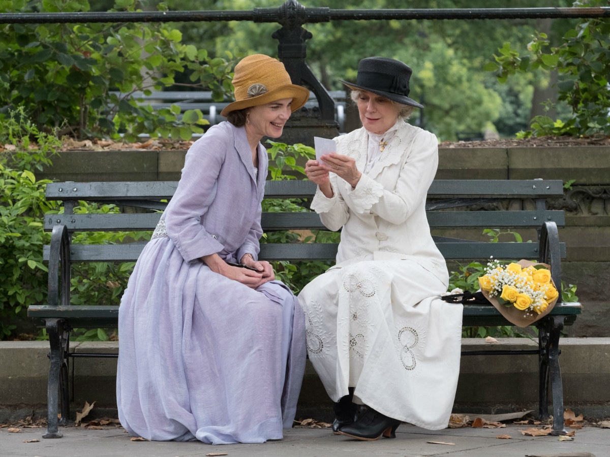 Elizabeth McGovern and Blythe Danner in The Chaperone