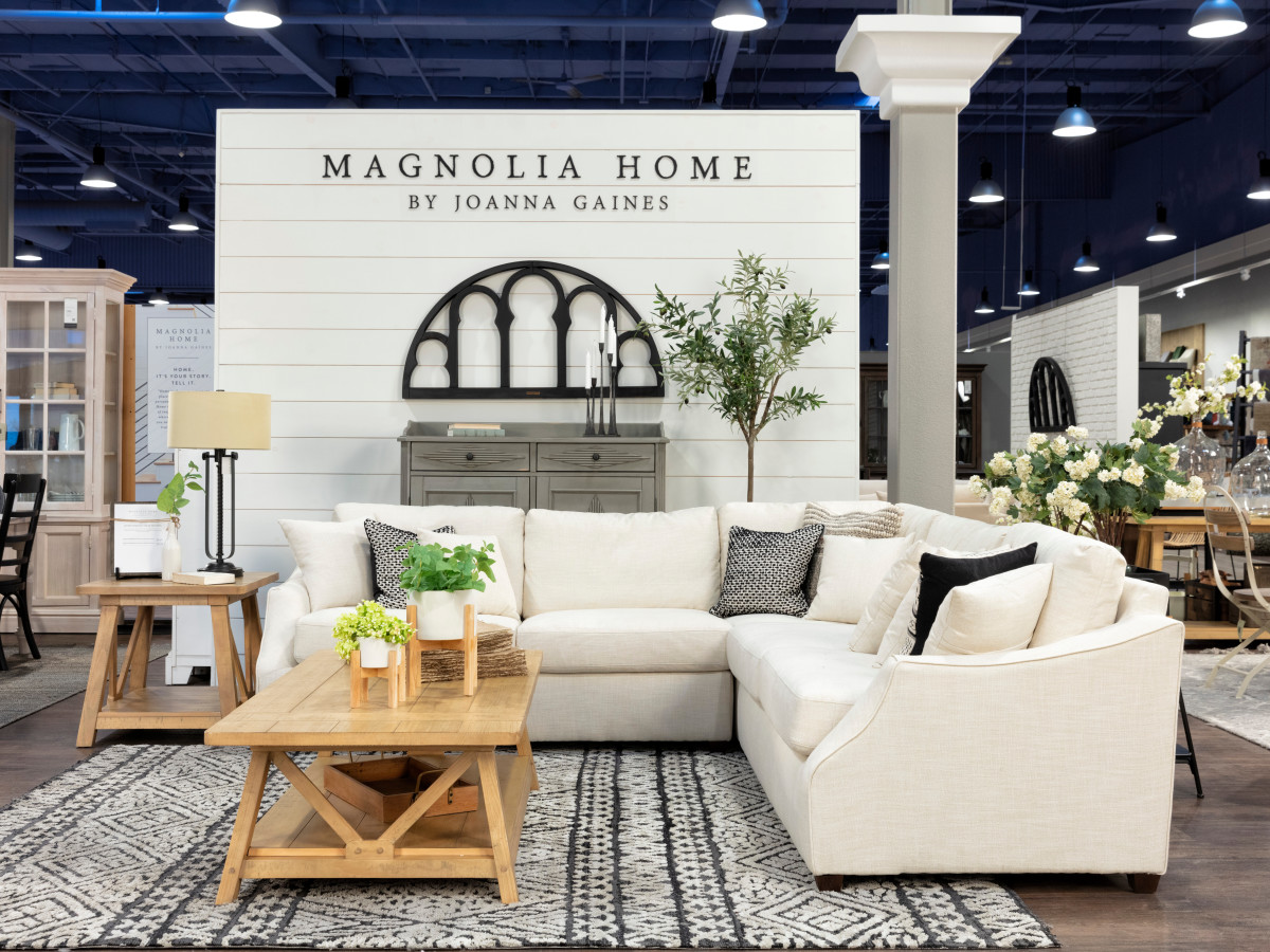 West Coast home store greets DFW with