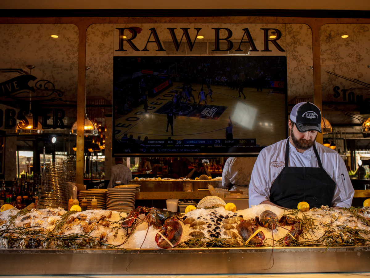 Loch Bar raw bar interior
