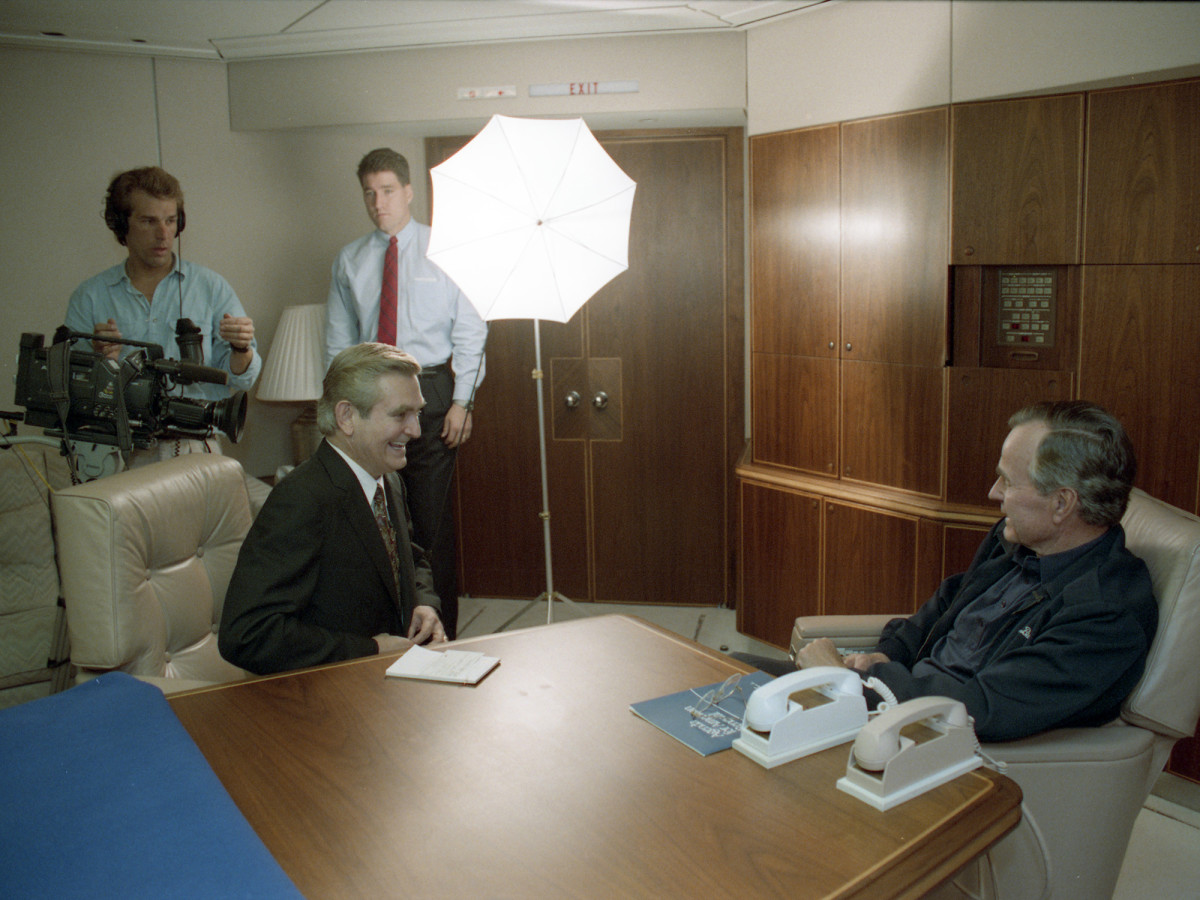 Dave Ward interviewing President George H.W. Bush on Air Force One
