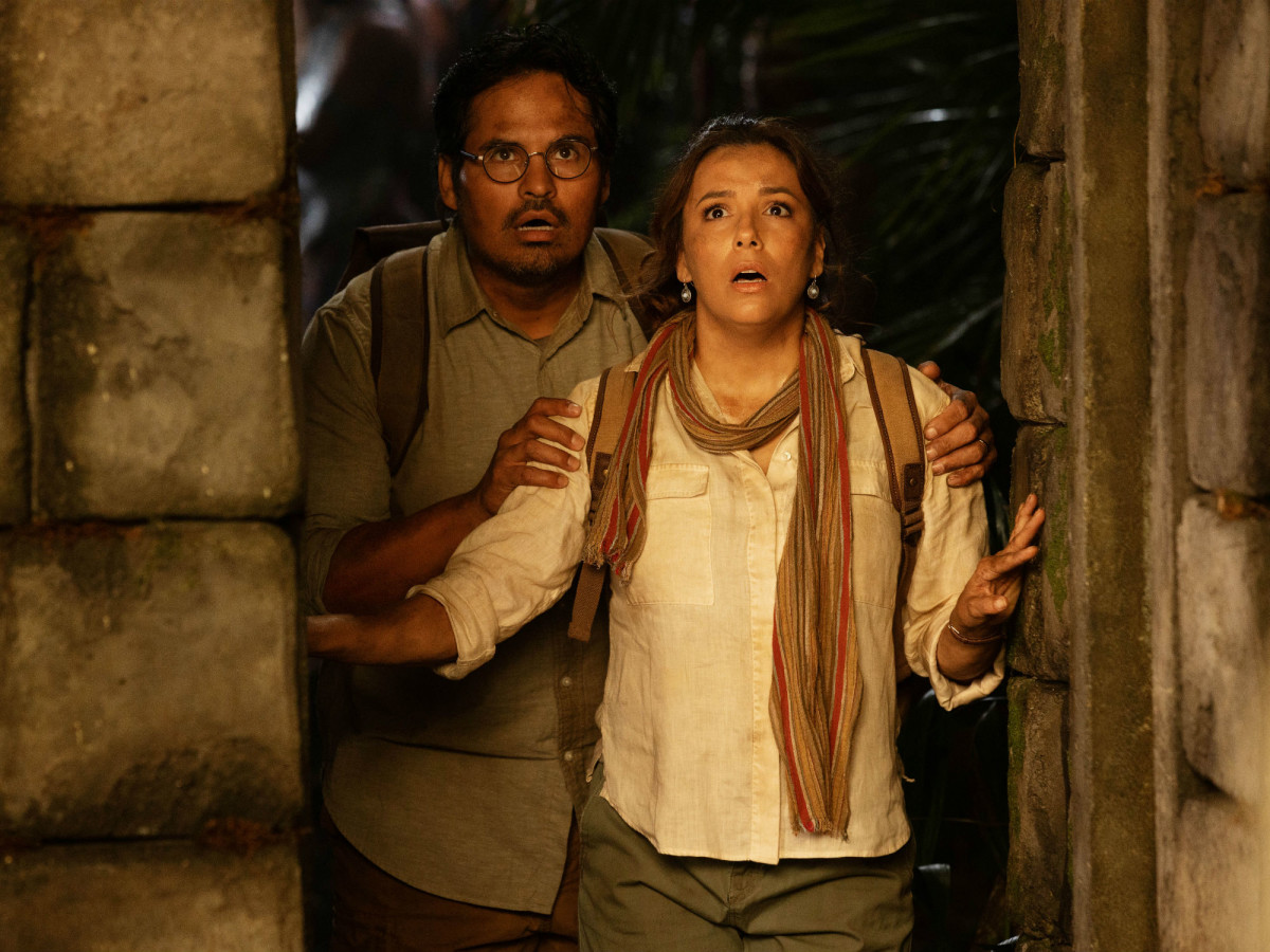 Michael Peña and Eva Longoria in Dora and the Lost City of Gold