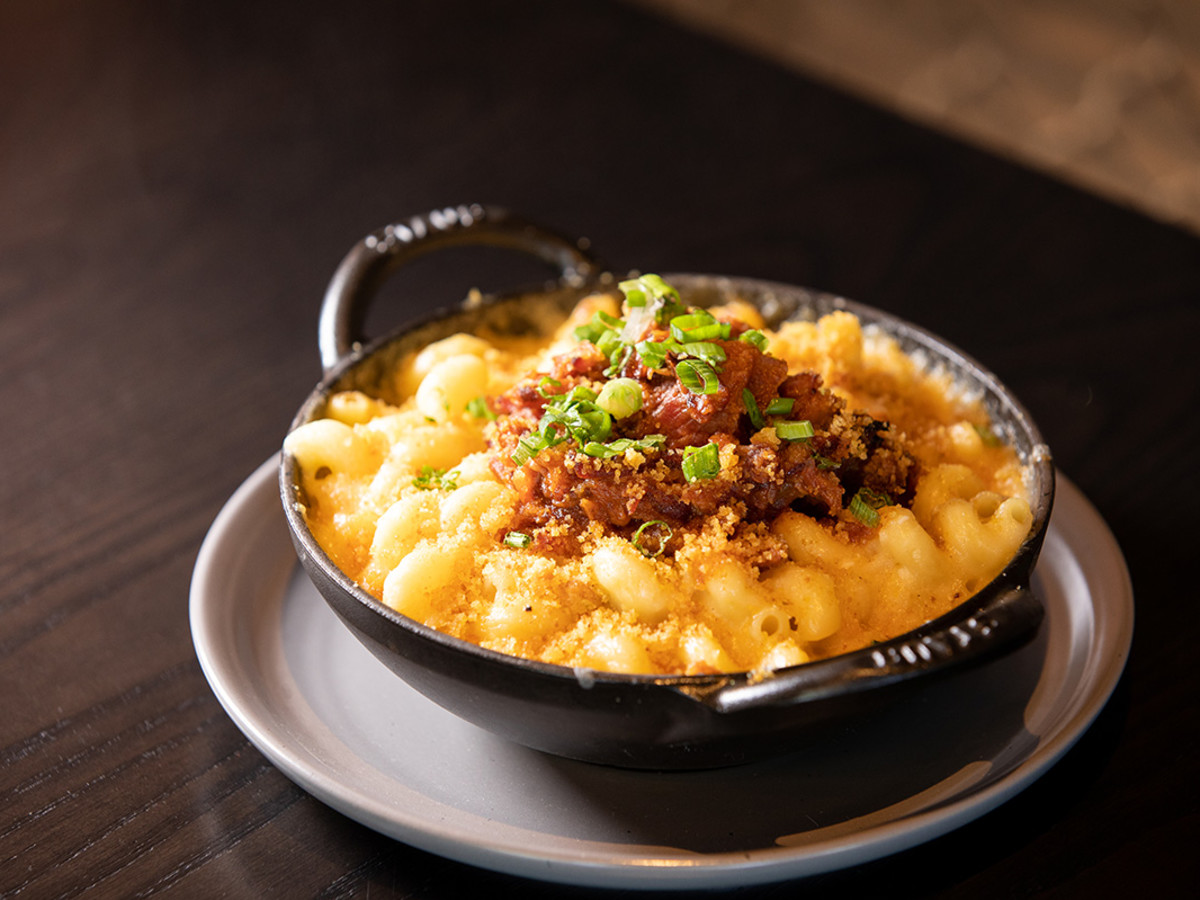 Rib tip mac and cheese