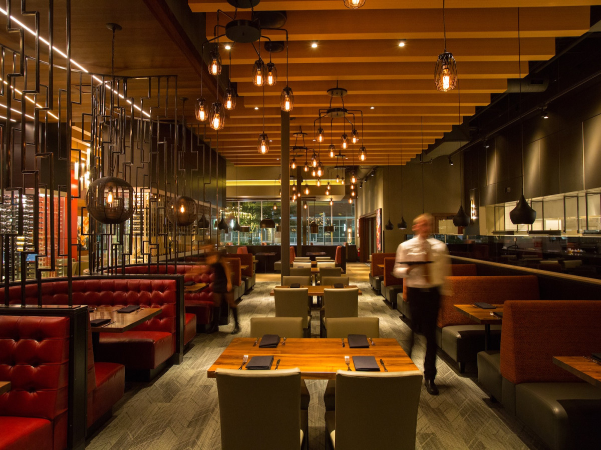 Del Frisco's Grille Woodlands dining room