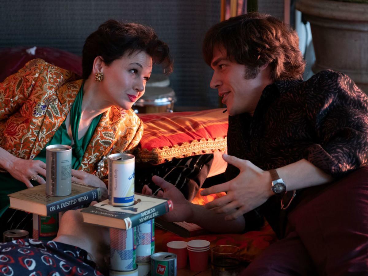 Renée Zellweger and Finn Wittrock in Judy