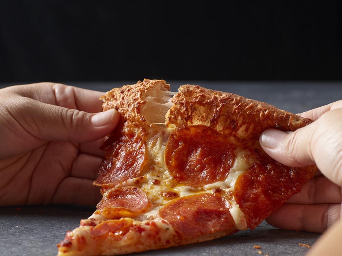 Papa John's garlic parmesan crust pizzA