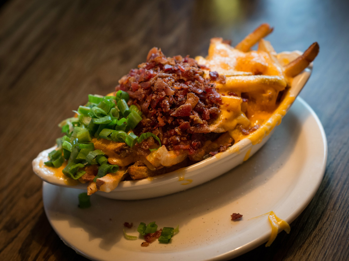 snuffers cheese fries