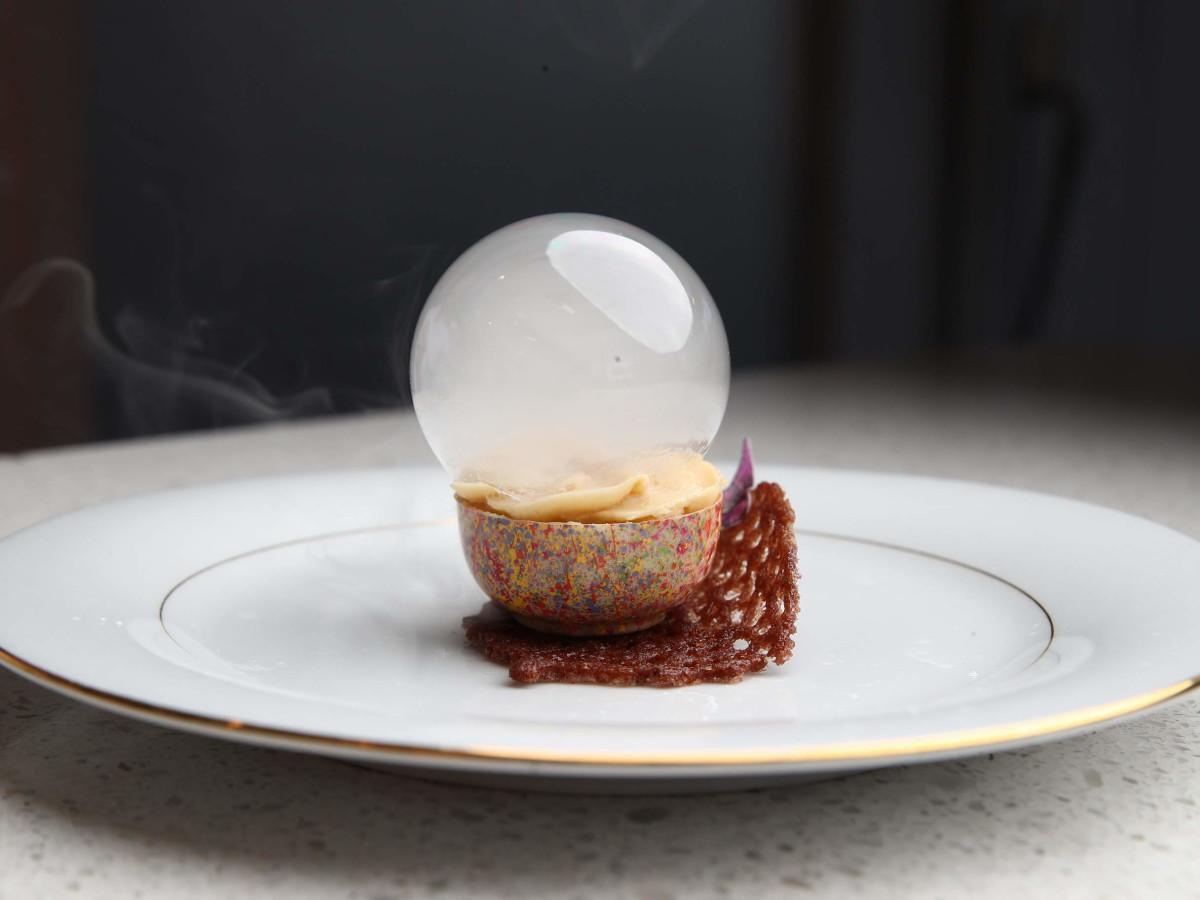 White Chocolate Tart with Passion Fruit & Caramel by Almendra Callirgos - Arévalo of Brellas