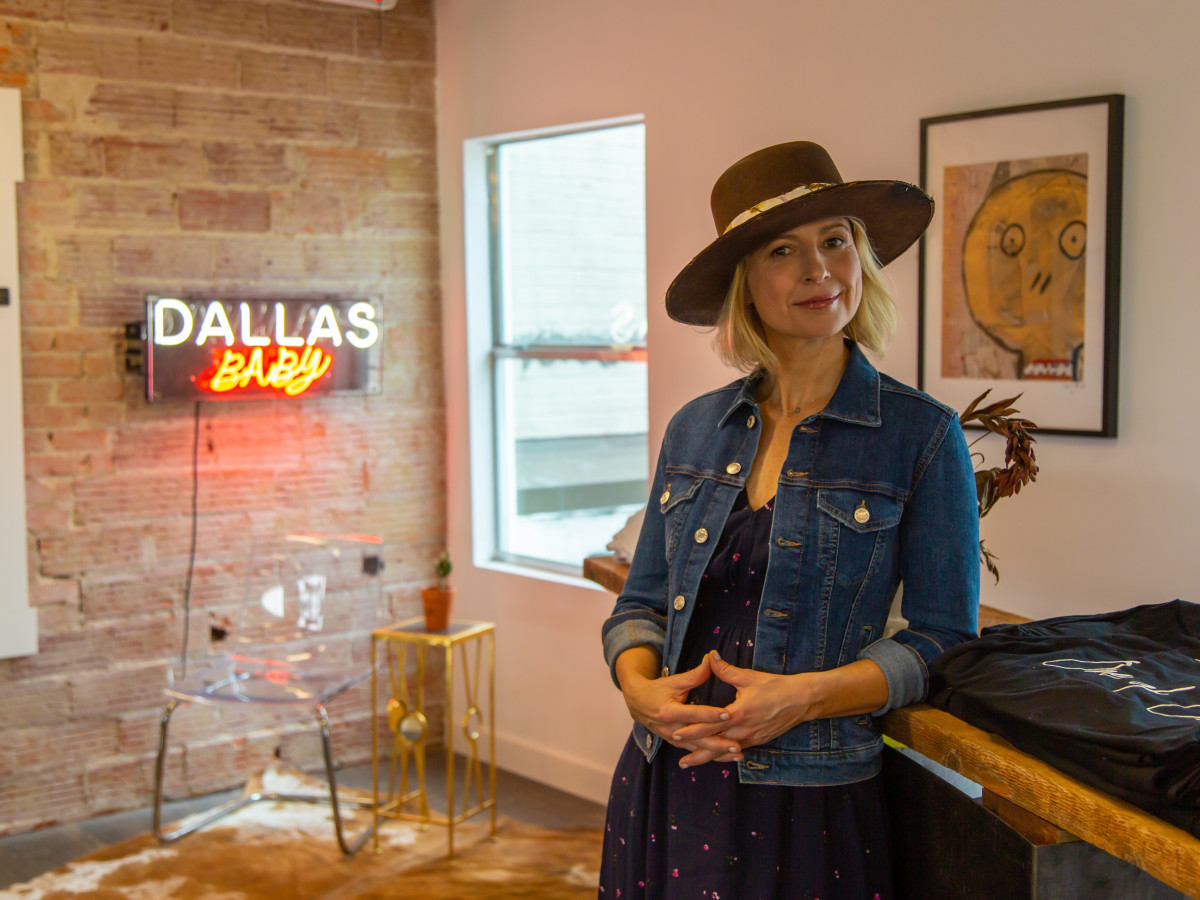 Samantha Brown, Travis Austin hat