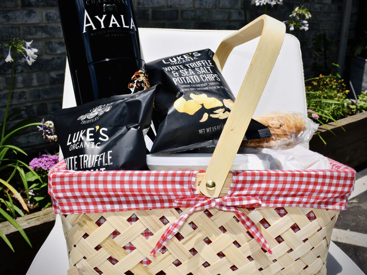 a'Bouzy Memorial Day picnic basket