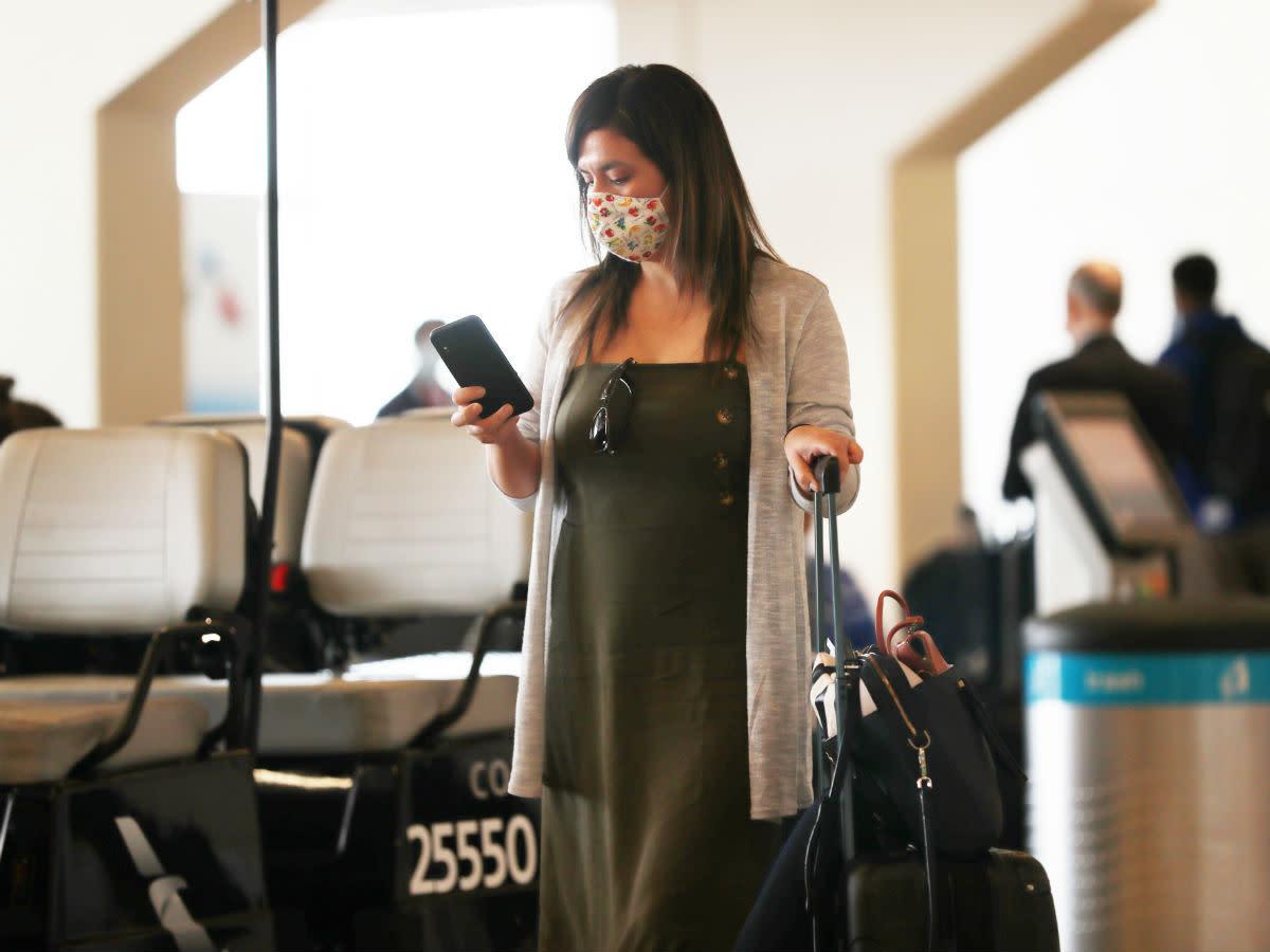 mask traveler airport