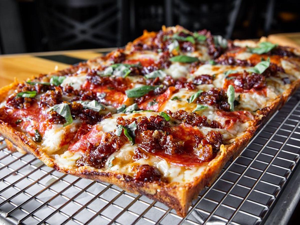 Thunderbird pizza
