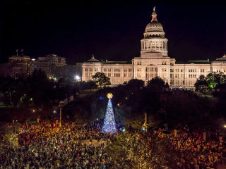 Downtown Austin Alliance presents Holiday Sing-Along and Downtown Stroll