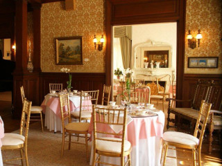 Dallas Woman's Forum Presents A Spring Tea