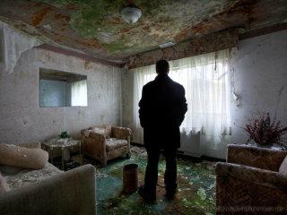Matthew Christopher in room Abandoned America website