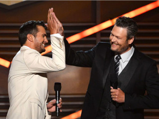 Luke Bryan and Blake Shelton at 2014 ACM Awards