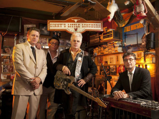 Dale Watson at Ginny's Little Longhorn