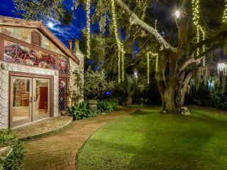 Weird Homes Tour presents Hurricane Harvey Fundraiser