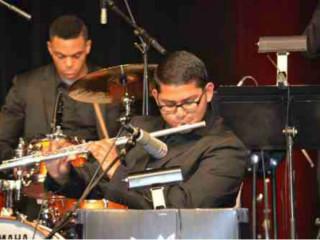 Noche Caliente featuring Menique with Jose Valentino