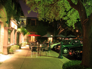 Places-Drinks-The Black Labrador-exterior-night-1